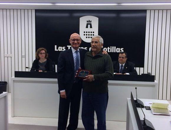 El Ayuntamiento torre+¦o homenajea a Pascual Mart+¡nez tras su jubilaci+¦n 2