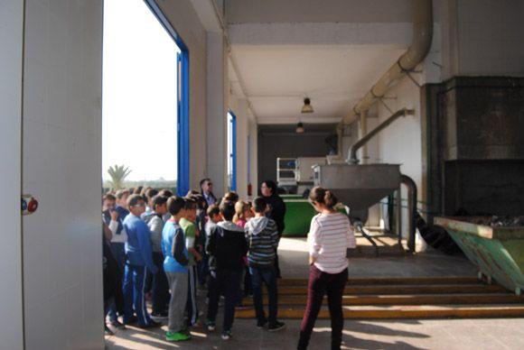 Los escolares torre+¦os visitan la EDAR con las campa+¦as medioambientales municipales2