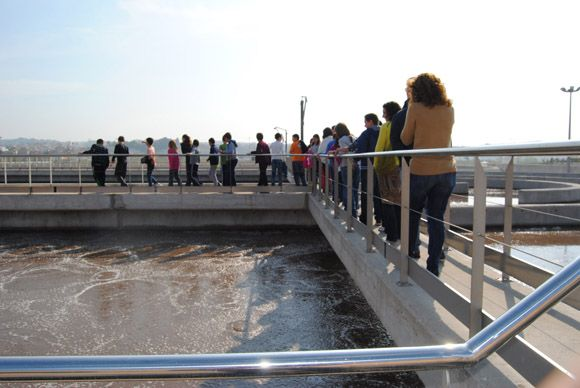 Los escolares torre+¦os visitan la EDAR con las campa+¦as medioambientales municipales3