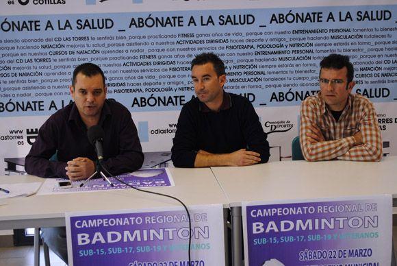 Los mejores jugadores veteranos y j+¦venes de b+ídminton buscan el t+¡tulo regional en Las Torres de Cotillas