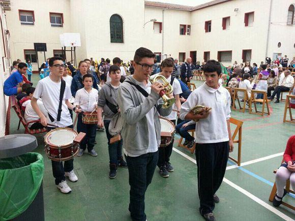 Los alumnos del colegio Divino Maestro torre+¦o sacan un a+¦o m+ís su procesi+¦n de los Pasitos4