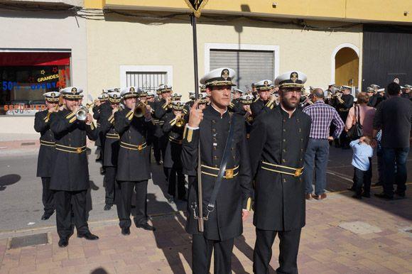 Los tambores y cornetas torre+¦os dan la bienvenida a la Semana Santa local