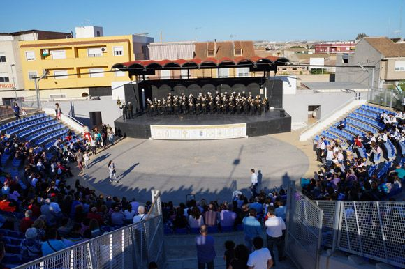 Los tambores y cornetas torre+¦os dan la bienvenida a la Semana Santa local6