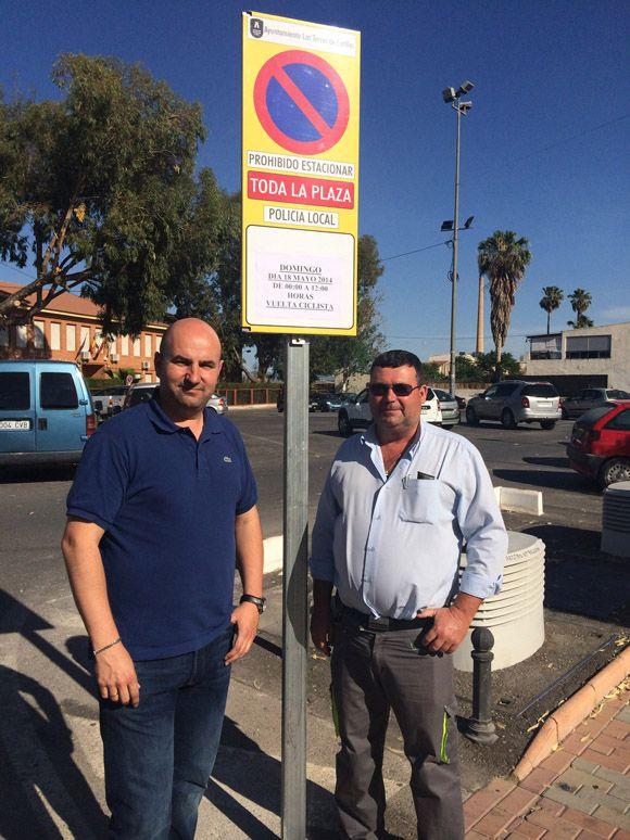 El Ayuntamiento torre+¦o instala se+¦ales fijas m+ís seguras para la prohibici+¦n de aparcar en actos especiales2