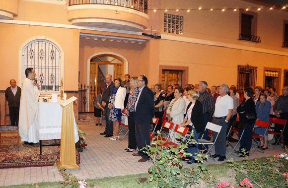 El barrio torre+¦o de La Cruz homenaje+¦ un a+¦o m+ís a la titular de su Ermita