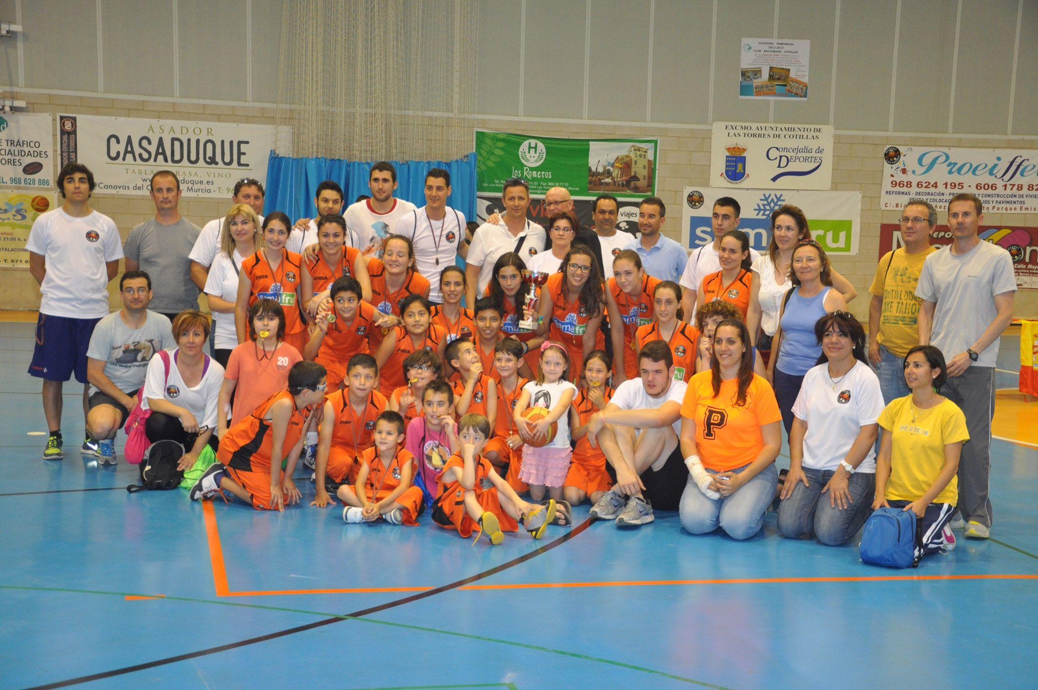 Fiesta del baloncesto para los m+ís peque+¦os en Las Torres de Cotillas