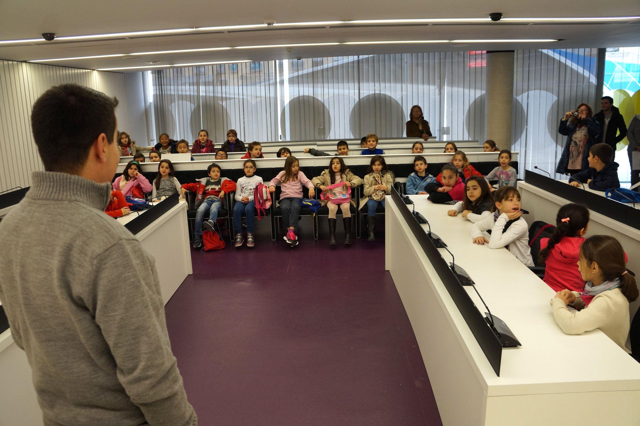 """El Ayuntamiento torreño se abre a los alumnos del CEIP """"San Pablo"""" de Murcia 21"""