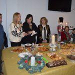 La asociación de mujeres 'Isabel González' comienza a disfrutar la Navidad con su tradicional degustación de dulces