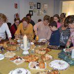 La asociación de mujeres 'Isabel González' comienza a disfrutar la Navidad con su tradicional degustación de dulces5
