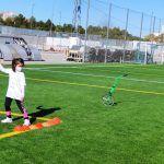 Cerca de 20 jóvenes torreños participan en un gymkana de atletismo en el polideportivo municipal4