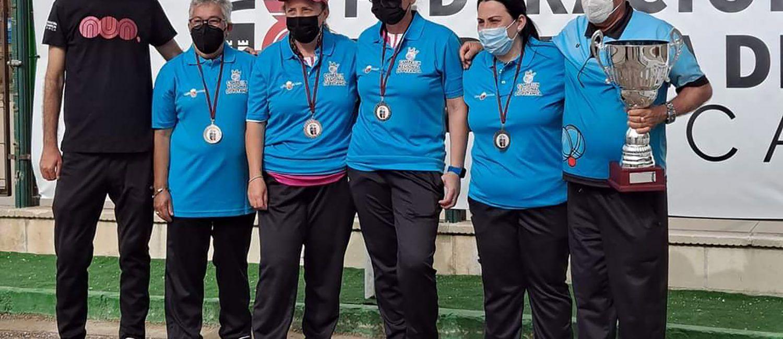 Equipo femenino de tripletas del Petanca La Salceda campeonas