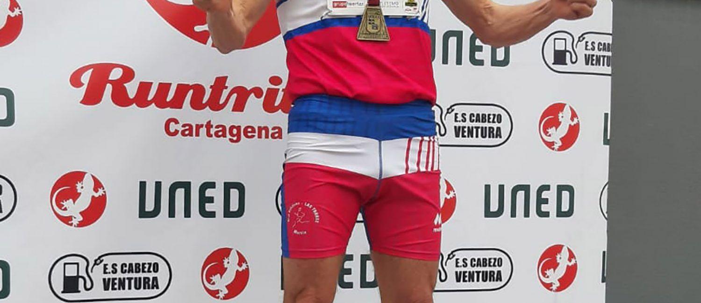 El torreño Ángel Salinas se cuelga tres oros en el regional máster de atletismo