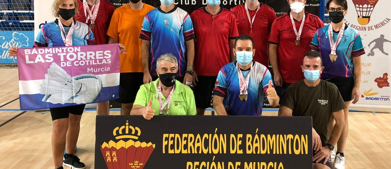 El Bádminton Las Torres logra 21 oros y 5 platas en el campeonato regional sénior
